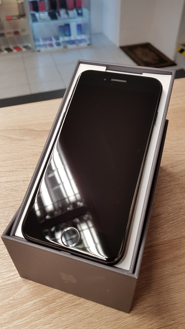Apple iPhone 7 128 Gb Jet black kártyafüggetlen
